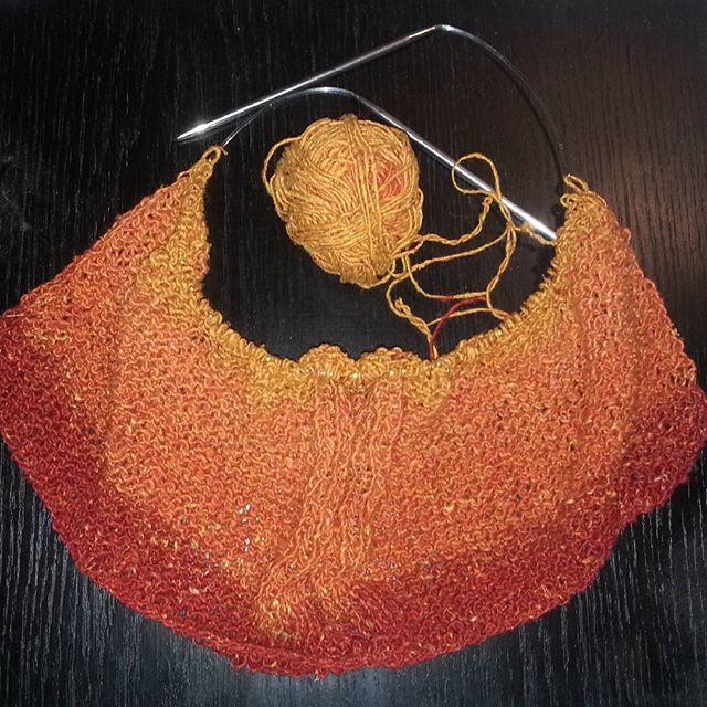 Ich glaub das Top wird recht fesch werden. #stricken #knitting #orange