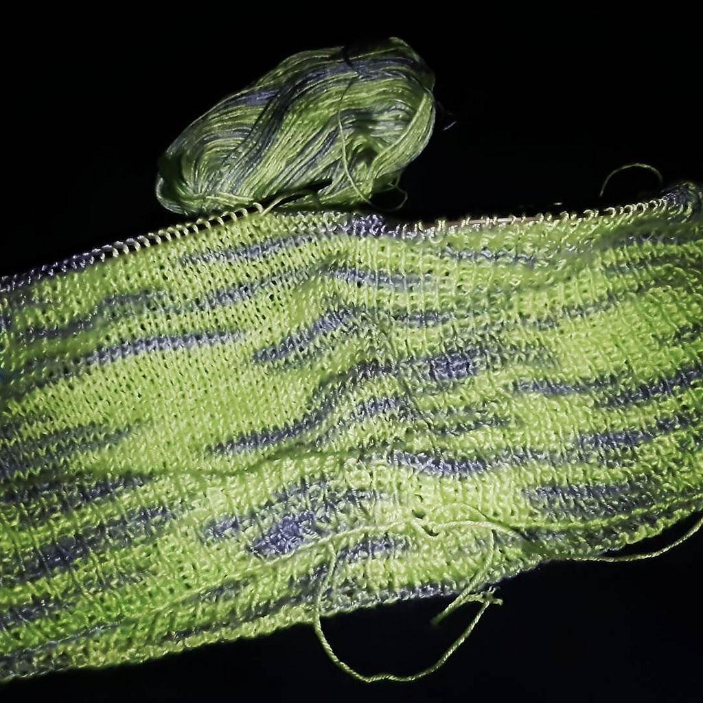 Neu auf den Nadeln: Weste in Frühlingsgrün. #stricken #knitting #green #vest